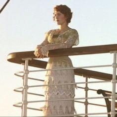 Full length shot of this amazing dress from Titanic! Why don't we women dress like this anymore? Titanic Costume, Titanic Dress, Titanic Movie, Cardio Yoga, Old Dresses, Nice Dresses, Titanic Kate Winslet, Retro Fashion, Vintage Fashion
