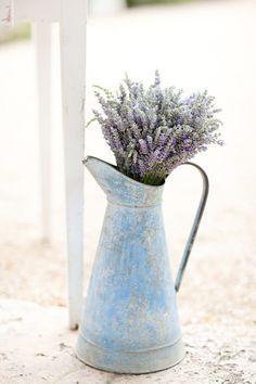 Beautiful yet rustic lavender flowers inside pitcher vase ~ Sonoma Lavender Farm Lavender Cottage, Lavender Blue, Lavender Fields, Lavender Flowers, Fresh Flowers, Lavander, Lavender Decor, Lavender Ideas, French Lavender
