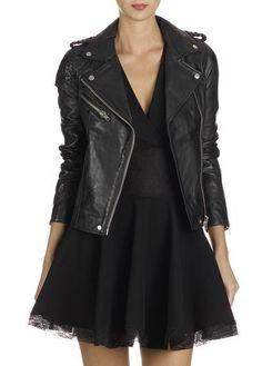 Cette veste en cuir, connue aussi sous le nom de perfecto, est devenue l'une des pièces privilégiées des fashionnistas. Lorsque vous entendez parler de la veste perfecto, vous ne devriez plus…