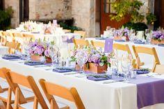 Hochzeit Feier Sommer lila Tischdekoration Blumen