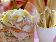 Gemischter Wurstsalat mit Käse, Paprika, Eiern und cremigem Dressing   http://eatsmarter.de/rezepte/gemischter-wurstsalat-mit-kaese-paprika-eiern-und-cremigem-dressing