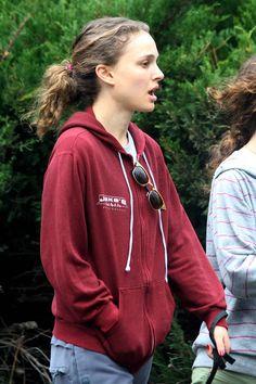 Natalie Portman Star Wars, Benjamin Millepied, Nathalie Portman, Celebs, Celebrities, Rain Jacket, Windbreaker, Autumn Fashion, Hollywood