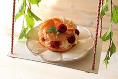 Cream puff with raspberry