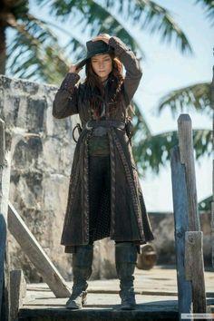 Anne Bonny - Clara Paget in Black Sails Season 3 (TV series). Anne Bonny - Clara Paget in Black Sails Season 3 (TV series). Clara Paget, Pirate Queen, Pirate Woman, Pirate Life, Lady Pirate, Pirate Wench, Pirate Cosplay, Pirate Costumes, Female Pirate Costume