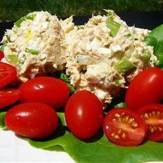 We like surprises in recipes and this one has one - tuna and cottage cheese. The end result is a creamy, creamy tuna salad that makes a great luncheon dish. Barbecue Sides, Barbecue Side Dishes, Fish Recipes, Salad Recipes, Healthy Recipes, Healthy Meals, Keto Recipes, Chicken Recipes, Avocado Tuna Salad