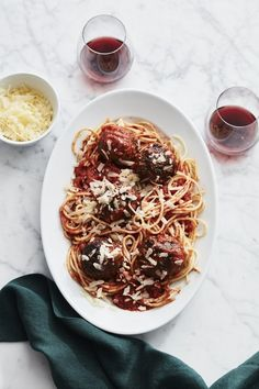 Fresh Spaghetti with Air-Fried Meatballs American Dinner, Pasta Maker, Williams Sonoma, Serving Platters, How To Cook Pasta, The Help, Fries, Spaghetti, Food Porn