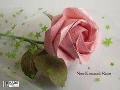 New Kawasaki Rose Origami Rose, Origami Leaves, Origami And Quilling, Origami Bird, Quilling Flowers, Origami Paper, Paper Flower Arrangements, Origami Diagrams, Rainbow Loom Charms