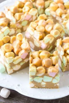 Plate of Confetti Squares (also known as peanut butter marshmallow squares) Confetti squares are a super easy, 4 ingredient, no bake recipe. Also known as peanut butter marshmallow squares - these are soft, chewy, peanut butter-y and deliciously sweet! Köstliche Desserts, Delicious Desserts, Dessert Recipes, Peanut Butter Chocolate Bars, Peanut Butter Cookies, Chocolate Cheesecake, Chocolate Truffles, Chocolate Brownies, Christmas Cooking