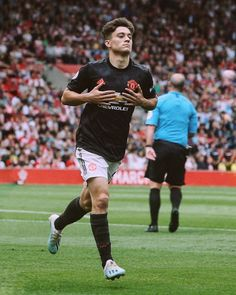 Manchester City, Official Manchester United Website, Manchester United Players, Soccer Guys, Football Players, Psg, Galactik Football, Manchester United Wallpaper, Liverpool