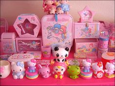 I love collecting little figurines, especially the Sanrio collection <3