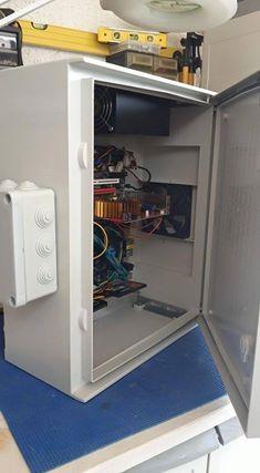 """""""Για χώρους απαλλαγμένους από θόρυβο και ηλεκτρομαγνητική ακτινοβολία. Όλες οι ηλεκτρονικές συσκευές μπαίνουν σε στεγανά κουτιά, με τοποθέτηση εκτός του σπιτιού."""""""