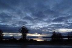 Cielo fueguino al atardecer sobre el lago Fagnano
