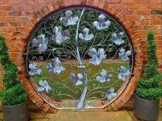 Çiçekli bahçe kapısı dekoru,tasarım