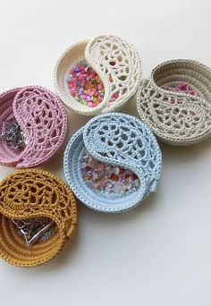 """CROCHET PATTERN - 4 yin yang jewelry dish, Crochet basket photo tutorial. Trinket plate. Valentines day gift ideas for her. This listing is for the instant download PDF file, and NOT the finished product. ** THIS IS THE 4 DISH PATTERN ** Two versions of this pattern are sold separately, the 4"""" and the 6"""" dish **. 2 patterns bundle: https://www.etsy.com/listing/216680063/yin-yang-jewelry-dish-pattern-4-6-diy?ref=shop_home_active_4 4 patterns bundle…"""