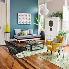 Exotic and ecclectic living room salon exotique et ecclectique Small Living Room Design, Colourful Living Room, New Living Room, Living Room Interior, Home And Living, Living Room Designs, Living Room Decor, Modern Living, Affordable Furniture