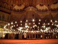 17.Yüzyılın önemli eserinden biri olan Sultanahmet Camii, Mimar Sinan'ın yapı anlayışı içinde inşa edilmiş bir şaheserdir.
