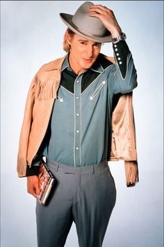 Owen Wilson as Eli Cash in The Royal Tenenbaums. Details and colorblock of shirt.