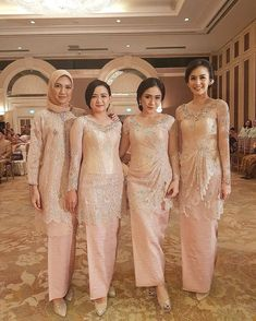 When your color blends perfectly with the venue. Can't deny it really makes a good picture. Regram from . Vera Kebaya, Kebaya Lace, Batik Kebaya, Kebaya Dress, Dress Pesta, Batik Dress, Lace Saree, Kebaya Muslim, Kebaya Hijab