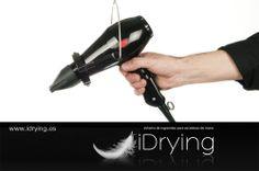 iDrying es un sistema de ingravidez para secadores de mano, que permite al usuario ejecutar cualquier tipo de movimiento con total libertad, sin interrumpir los movimientos que el profesional requiere para desempeñar su labor.