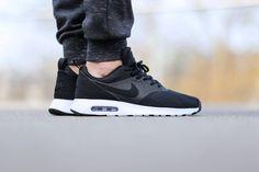 online store ab709 b61e5 Nike Air Max Tavas SE Black White Nike Air Max, Corredores Nike, Fondos