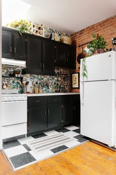 Kitchen Before & After: A Rental Kitchen Gets a Glam Makeover ...