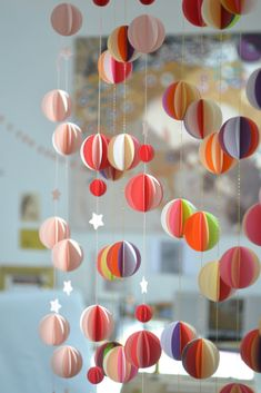 Livingly, des mobiles en papier poétiques - Frenchy Fancy - Expolore the best and the special ideas about Mobile design Diy For Kids, Crafts For Kids, Diy Paper, Paper Crafts, Paper Mobile, Hanging Mobile, Art Diy, Diy Origami, Paper Decorations