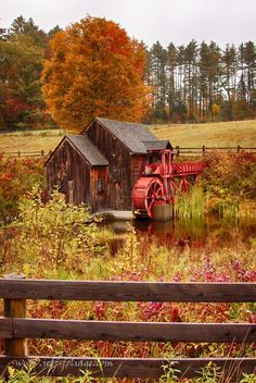 Old Crawford Farm Grist Mill ~ Exploring New England & Fall Foliage Beautiful World, Beautiful Places, Beautiful Pictures, New England Fall Foliage, Autumn Scenes, Water Mill, Fall Pictures, Old Barns, Le Moulin