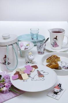 "I just LOVE the new Moomin series ""Juhlahetki""  (Party time) by Arabia."