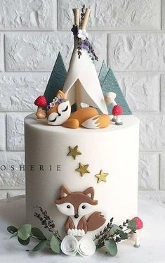 Another woodland cake but this time just the foxy fox 🐺 under her little teepee. Our client really loved our previous woodland cake design but as always we like to make each creation different so every cake is unique and special 🍂🌿🍃🍄 Gateau Baby Shower, Baby Shower Cakes, Fondant Cakes, Cupcake Cakes, Kid Cakes, Cake Cookies, Fox Cake, Baby Birthday Cakes, Cake Baby