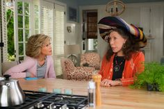 Jane Fonda and Lily Tomlin, Together Again, in 'Grace and Frankie' - NYTimes.com