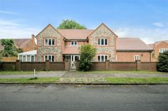 http://www.robertsonsestateagents.co.uk/property-details/3831399/buckinghamshire/lane-end/high-street A four bedroom family home with en suites. This property also offers a conservatory and a study room. Robertsons Estate Agents  Penn Barn  By the Pond  Penn  Buckinghamshire  HP10 8LB  Telephone: 01494 812623 Mobile : 07932 006555 Email:: simon@robertsonsestateagents.co.uk