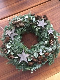 Christmas Mood, Christmas Wreaths, Christmas Decorations, Xmas, Holiday Decor, Natal Diy, Decor Crafts, Home Decor, Minimalist Christmas