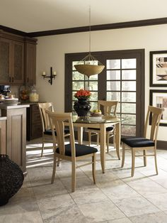A great customizable kitchen table and chairs from Canadel!
