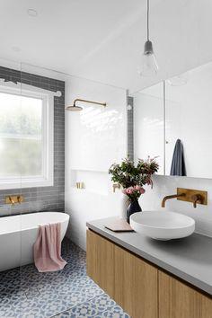 Lovely white and gray bathroom / Lindo baño blanco, gris y azul / Casa Haus Deco Laundry In Bathroom, Bathroom Inspo, Bathroom Interior, Bathroom Inspiration, Bathroom Ideas, Bathroom Goals, Bathroom Trends, Bathroom Designs, Interior Ikea