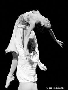 Polina Semionova and Igor Zelensky dancing L'histoire de Manon Polina Semionova, Holy Body, Grace Beauty, Ballet Photos, Cheer Dance, Modern Photography, Dance Moves, How Beautiful, Ballet Dance