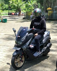 Honda Pcx, Yamaha Nmax, Moto Car, Scooters, Cars And Motorcycles, Motorbikes, Random, Tattoos, Vehicles