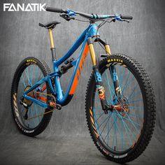 MTB Downhill and Slopestyle bikes. Mountain bike setups and tricks. Montain Bike, Mtb Frames, Mt Bike, Mtb Downhill, Bike Photography, Bicycle Maintenance, Bike Frame, Bike Art, Bike Design