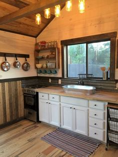 Best Tiny House Kitchen and Small Kitchen Design Ideas For Inspiration. tag: small kitchen ideas, tiny house interior, tiny kitchen ideas, etc. Best Tiny House, Tiny House Plans, Small Room Design, Tiny House Design, Layout Design, Design Ideas, Space Saving Kitchen, Tiny House Storage, Storage Sheds