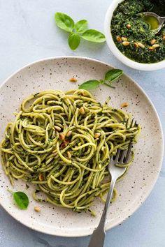 How To Make Pesto Sauce - Jessica Gavin How To Make Pesto, How To Cook Pasta, Raw Food Recipes, Sauce Recipes, Vitamix Recipes, Pasta Recipes, Dinner Recipes, Homemade Pesto Sauce, Sundried Tomato Pesto