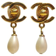 Preowned Vintage Chanel Double Cs Dangling Faux Pearl Earrings (£460) ❤ liked on Polyvore featuring jewelry, earrings, multiple, long earrings, fake pearl earrings, dangle clip on earrings, preowned jewelry and clip earrings