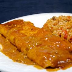 If you want to try your hand at concocting some restaurant-style enchiladas of your own, this recipe will help you achieve those creamy and delicious enchiladas. Mexican Dishes, Mexican Food Recipes, Beef Recipes, Cooking Recipes, Ethnic Recipes, Mexican Desserts, Freezer Recipes, Freezer Cooking, Drink Recipes