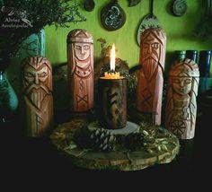 Pagan altar with Nordic Gods and Goddesses: Loki, Freya, Odin and Frigg. Hail!  Языческий алтарь и Северные Боги и Богини: Локи, Фрейя, Один и Фригг. Славьтесь!