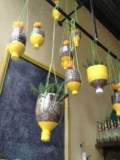 Garrafas decoradas para jardim suspenso