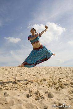 Sirens Dance, bollywood. Photo by Simon Hewson.