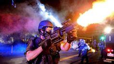 St. Louis Post-Dispatch recibió un Pulitzer por sus fotografías de   los disturbios ocurridos en Ferguson, en Misuri, tras la muerte de un   joven negro a manos de un policía blanco que provocaron una ola de   protestas en todo el país.