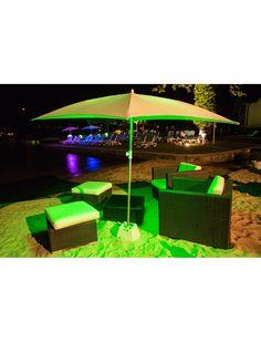 Eclairez vos repas kit d'éclairage à leds ShadeLite de Smart & Green qui se glisse astucieusement sous le parasol. https://www.jardin-concept.com/p-kit-declairage-pour-parasols-shade-lite-51-6275.html