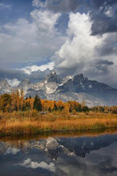 ✮ Dramatic storm clouds over the Grand Teton Mountains Wyoming Grand Teton National Park, Yellowstone National Park, National Parks, Idaho, Places To Travel, Places To See, Beautiful World, Beautiful Places, Teton Mountains