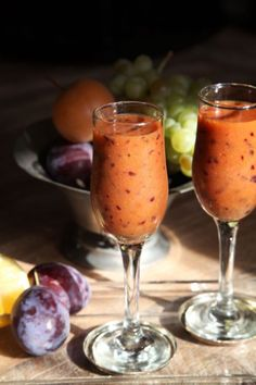 Szilvás smoothie - Kifőztük, online gasztromagazin Chia Pudding, Healthy Drinks, Smoothies, Herbalism, Alcoholic Drinks, Paleo, Food And Drink, Vegetables, Cooking
