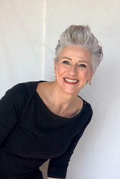 Posts – Deborah Darling Short White Hair, Short Sassy Hair, Short Hair Cuts, Short Hair Styles, Daily Hairstyles, Cool Hairstyles, Grey Hair Don't Care, Hair Care, Gray Hair Highlights
