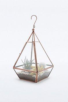 Urban Grow - Terrarium mini-pyramide cuivre - Urban Outfitters